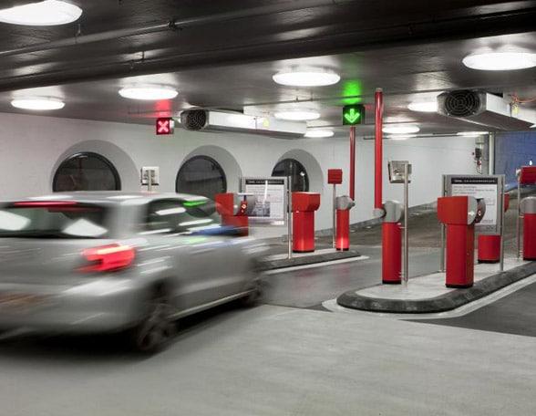 Car entering Q-Park using KBC mobile banking app
