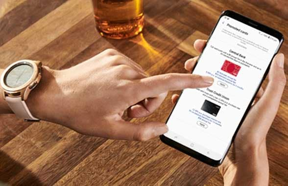 Finger tapping smartphone showing Finder for Samsung Pay