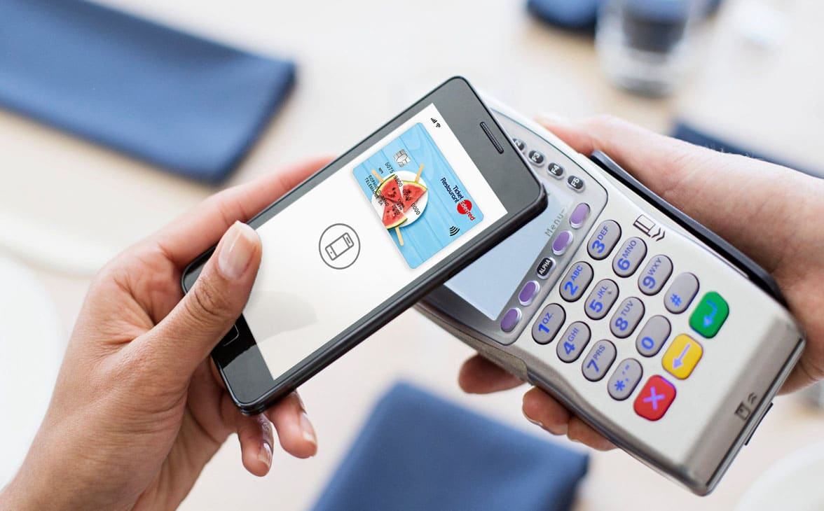 Edenred prepaid restaurant card with Apple Pay on smartphone and payment terminal