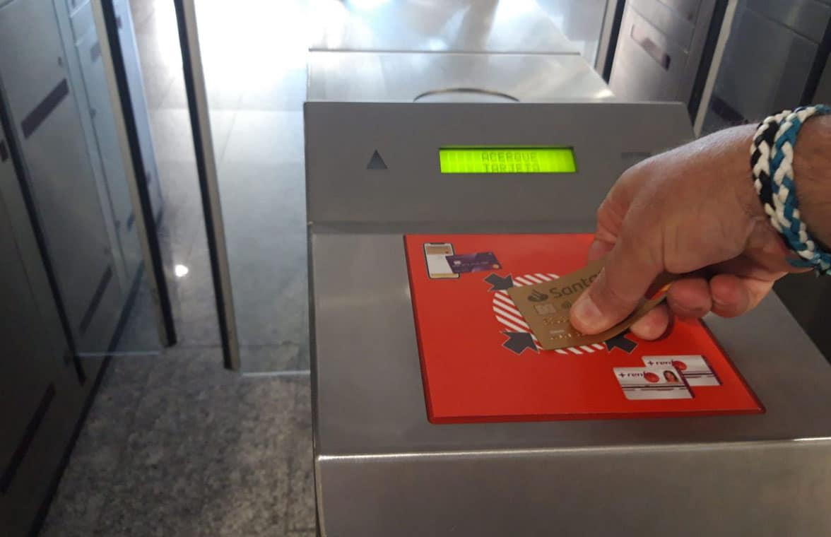 Contactless card being used on Renfe travel network