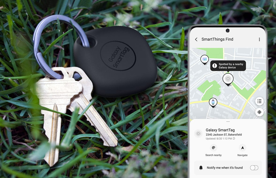 Samsung ultra wideband Smart Tag on a keyring with Galaxy smartphone