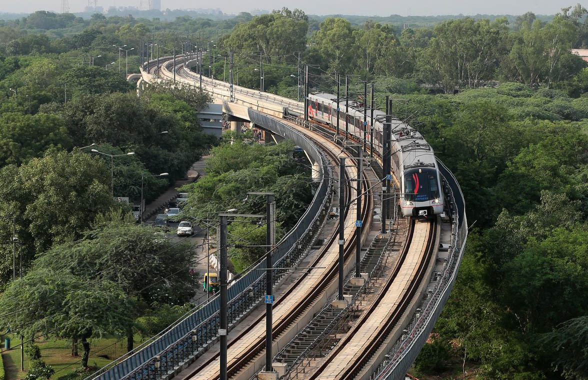 Delhi Metro train which will soon have mobile and contactless ticketing