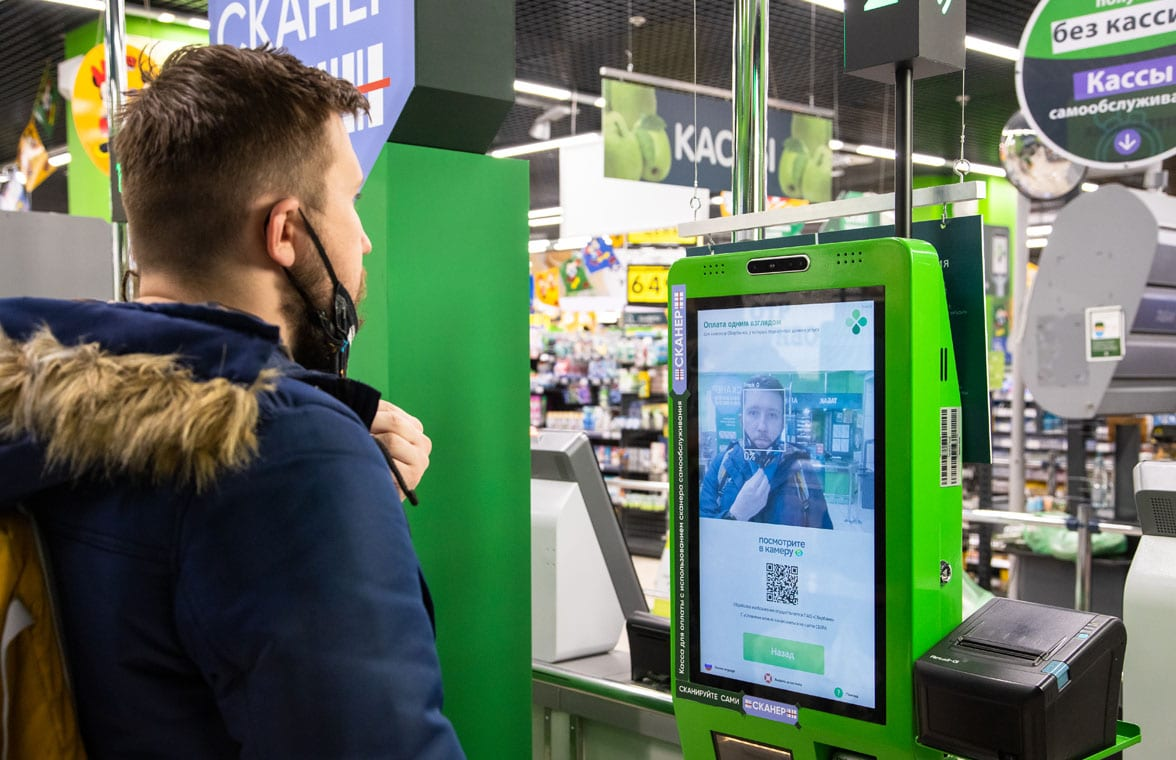 Contactless payments 'with a glance' at an X5 supermarket