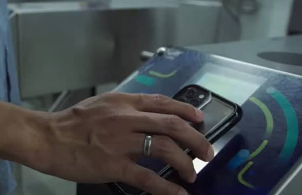 Jakarta Jaklingko app used to make payment